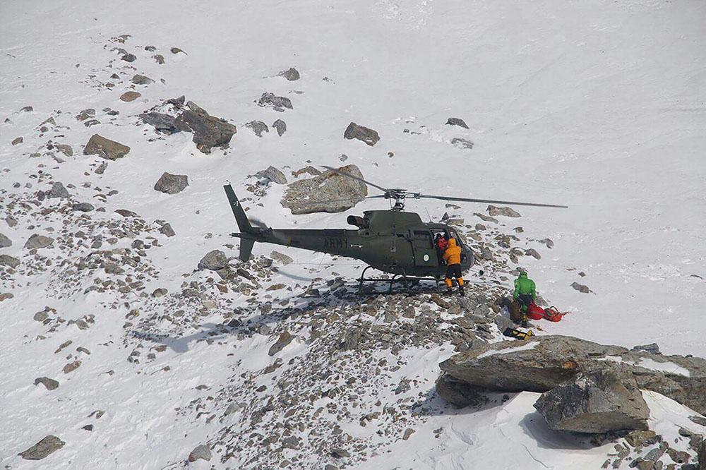 Rescapée de l'Himalaya, l'alpiniste Elisabeth Revol de retour en France
