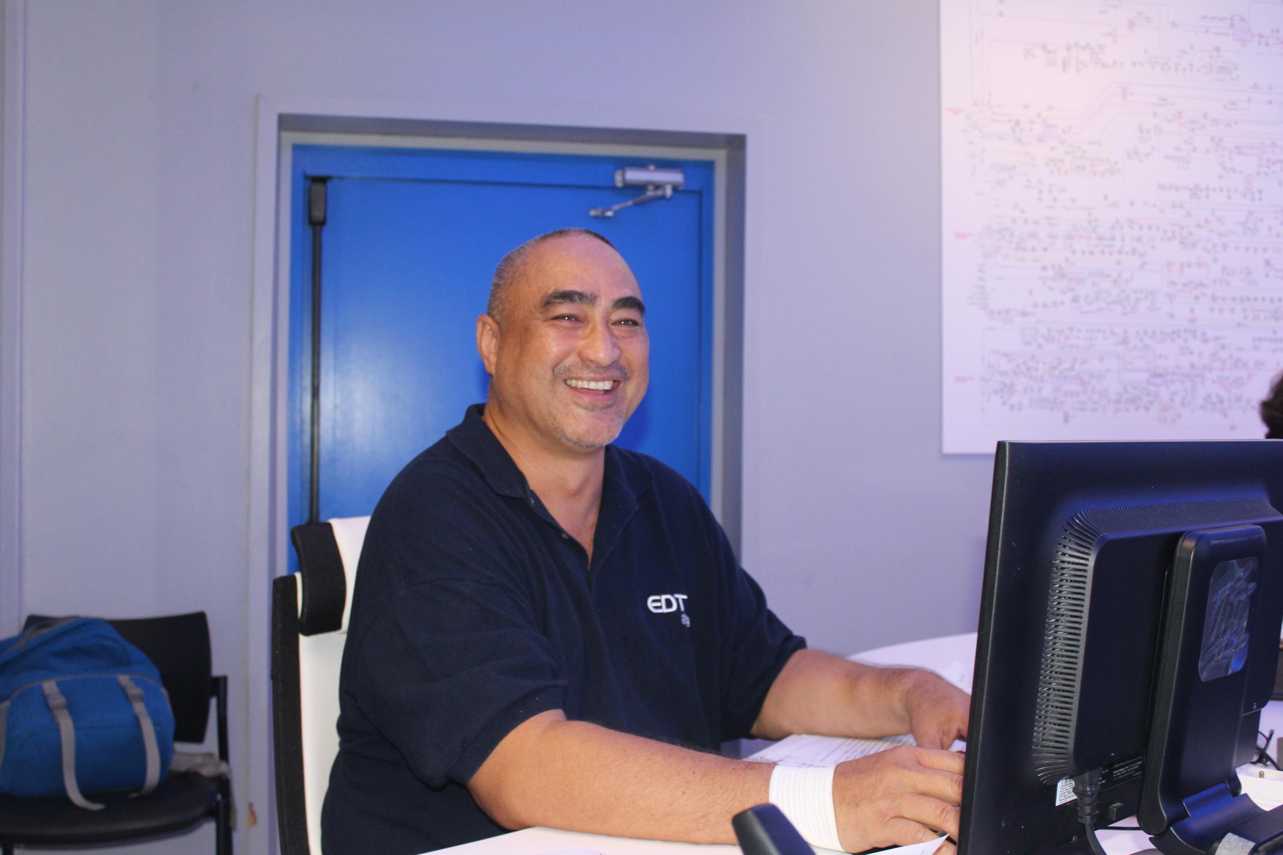 Thom Tuheiava travaille chez EDT depuis 32 ans.