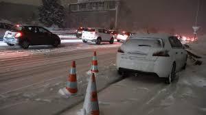 """Bloqués """"quinze heures"""" par la neige: le calvaire de la Nationale 118"""
