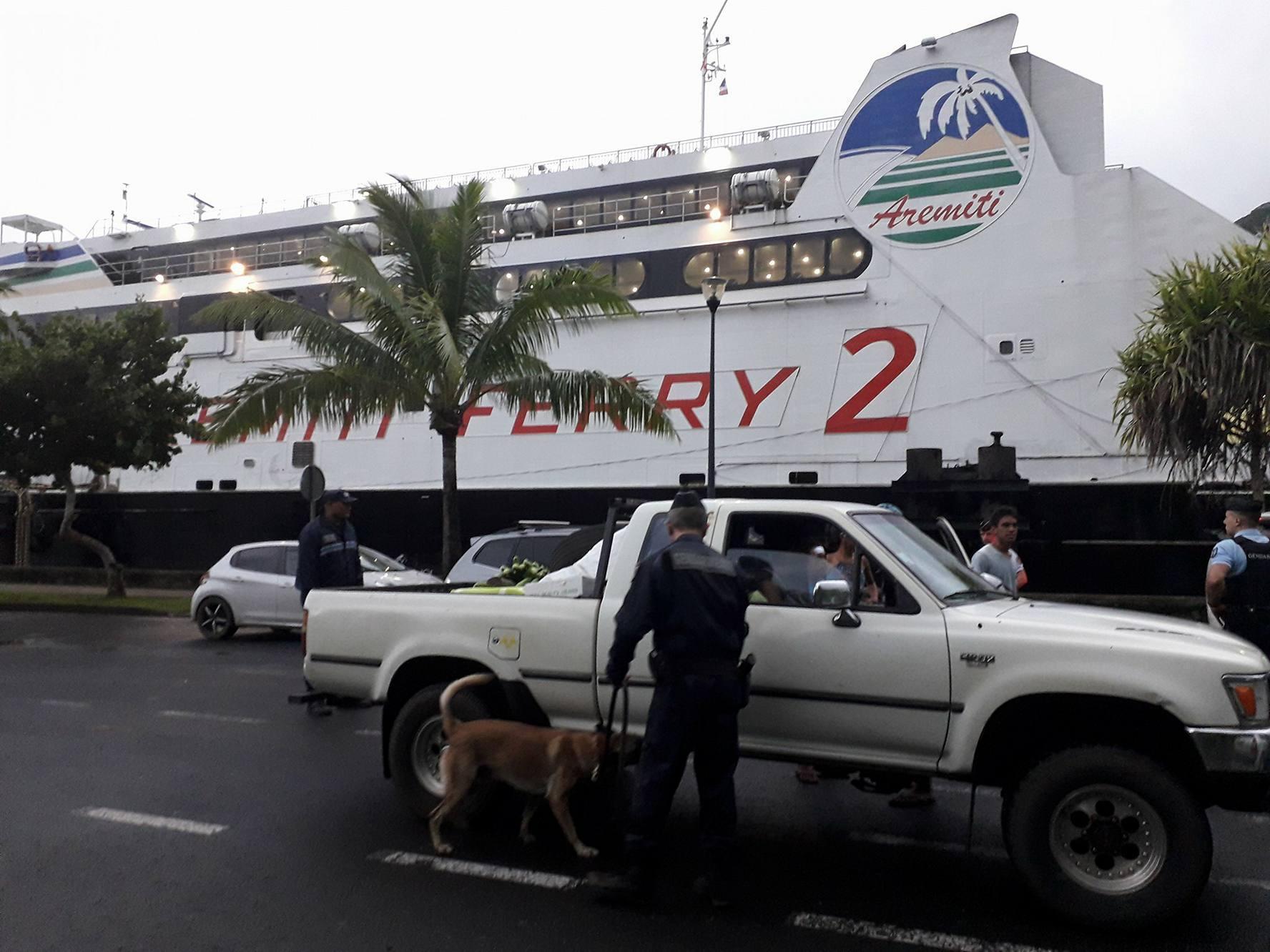 Moorea: les forces de l'ordre contrôlent l'Aremiti et les bus scolaires