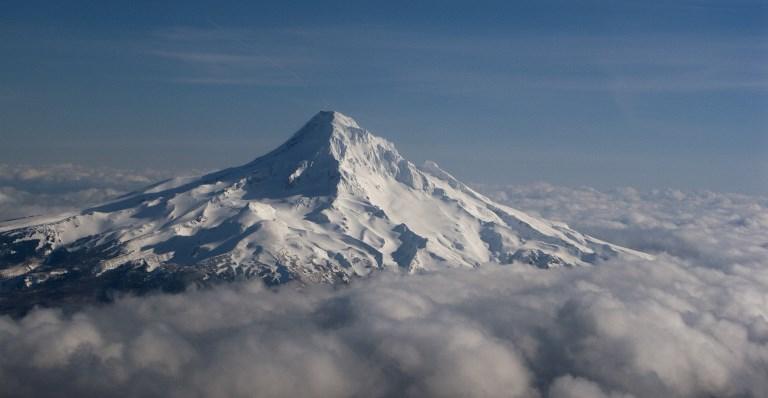 Un alpiniste tué dans une chute spectaculaire au Mont Hood en Oregon