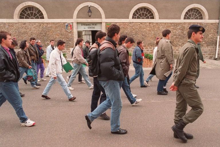 """Service national: un rapport parlementaire suggère un """"parcours de citoyenneté"""""""