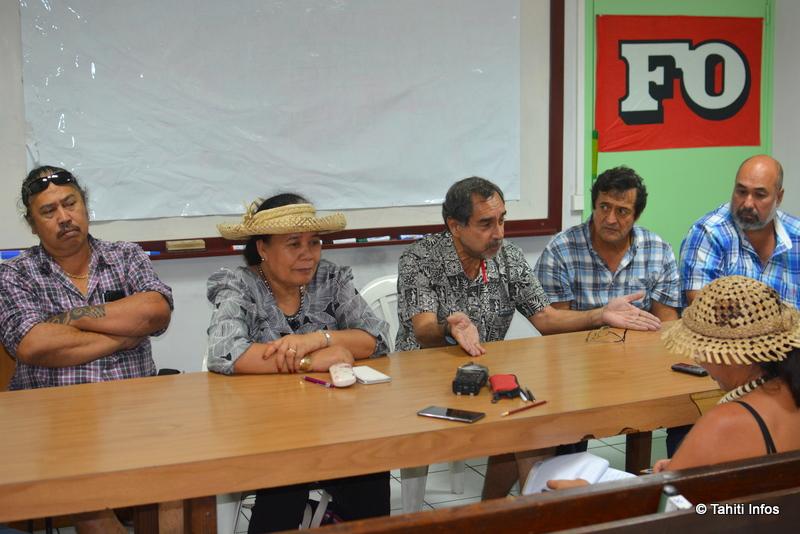 Lucie Tiffenat (avec un chapeau) et Angélo Frébault (à sa gauche) sont les porte-paroles du mouvement