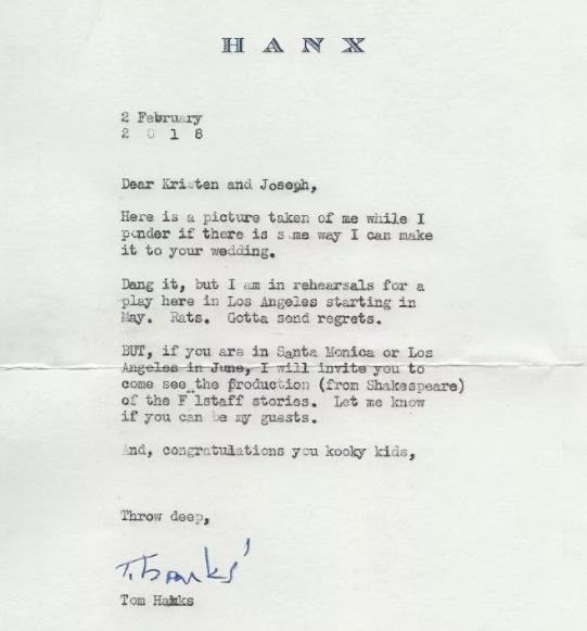 Avant leur lune de  miel à Tahiti, ils ont invité Tom Hanks à leur mariage