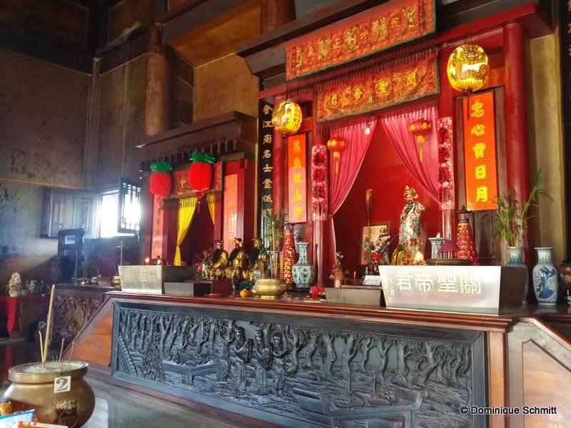 Tous les ans, le public peut consulter les oracles au temple Kanti à Mama'o.