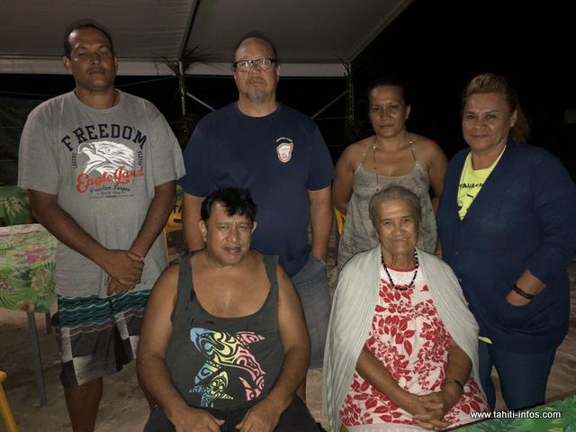 Le président de la fédération de boxe anglaise de la Polynésie française, D'esli Grand-Pittman (deuxième personne debout en partant de la gauche) et son équipe sont rentrés lundi matin sur Tahiti.