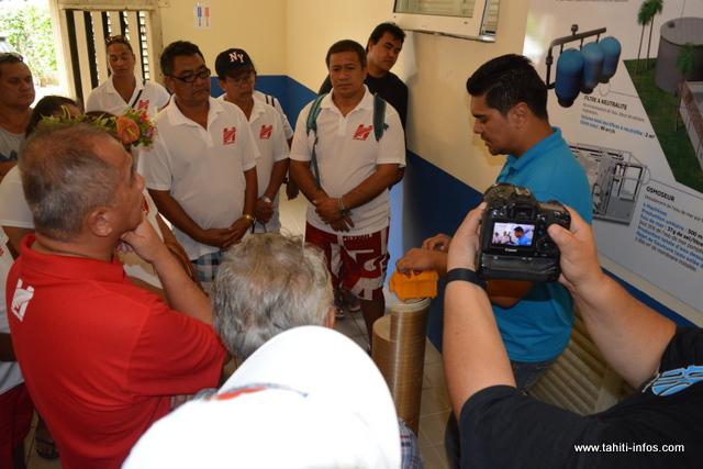 Le conseil municipal de Huahine a visité l'usine de désalinisation de l'eau de mer à l'énergie solaire de Bora Bora.