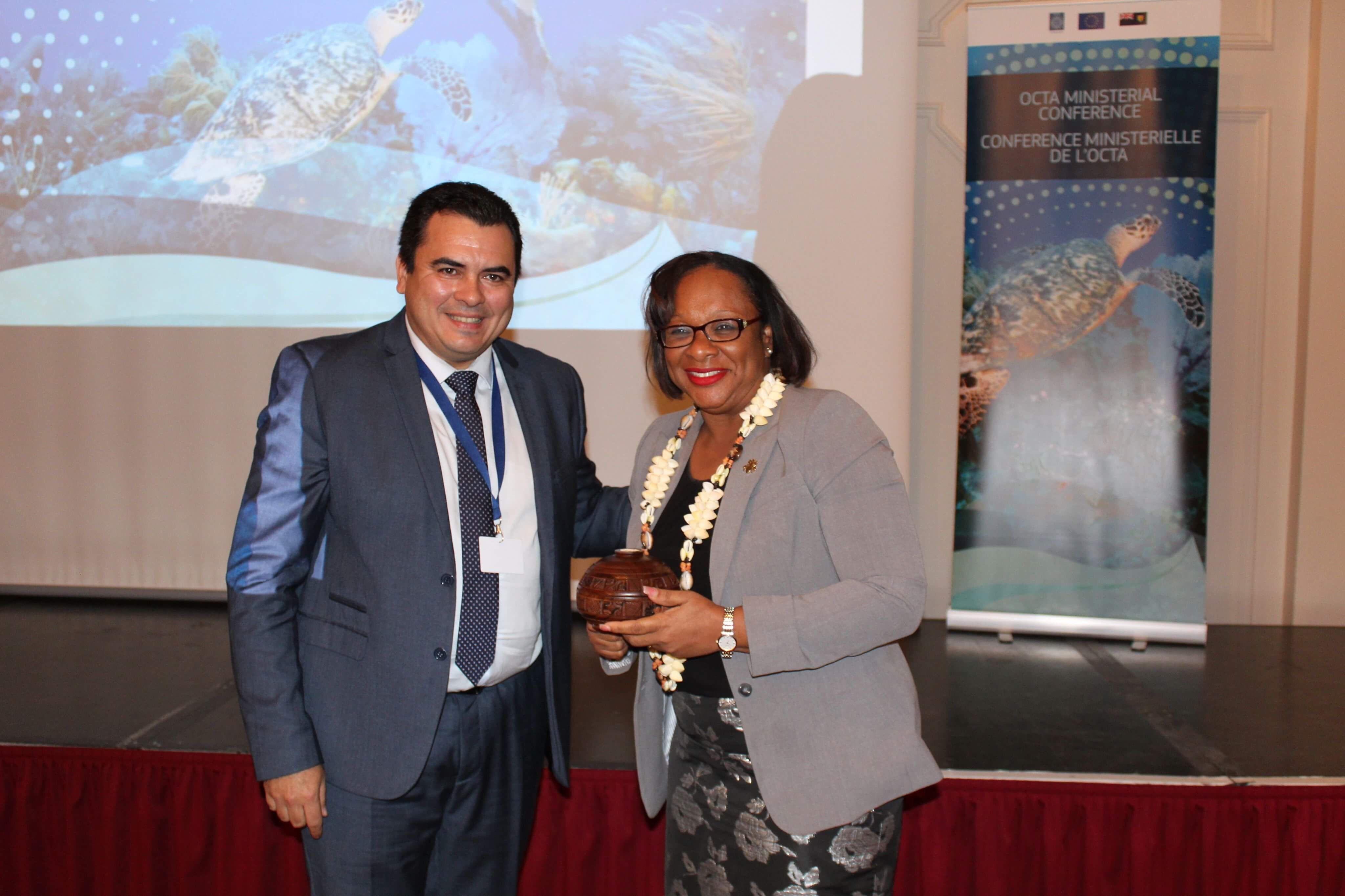 Le vice-président de la Polynésie française, Teva Rohfritsch, en compagnie de Sharlène Cartwright-Robinson, Première ministre des Iles Turques et Caïques. Crédit photo : Présidence de la Polynésie française.