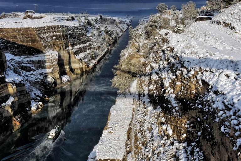 Grèce : le canal de Corinthe fermé temporairement après un glissement de terrain