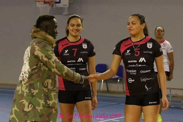 Les sœurs Labaste avec le footballeur pro Bakari Sagna