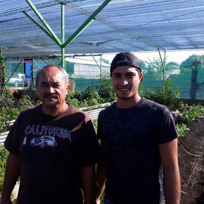 Tuhani tient cet amour de l'agriculture, de son père. Ils travaillent ensemble sur les exploitations de Punaauia.