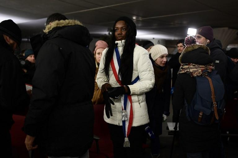 Paris: des élus ont dormi dehors, sous la neige, pour alerter sur le sort des sans-abri
