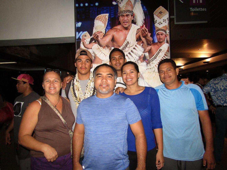 Teura et sa famille, au moment du départ en août