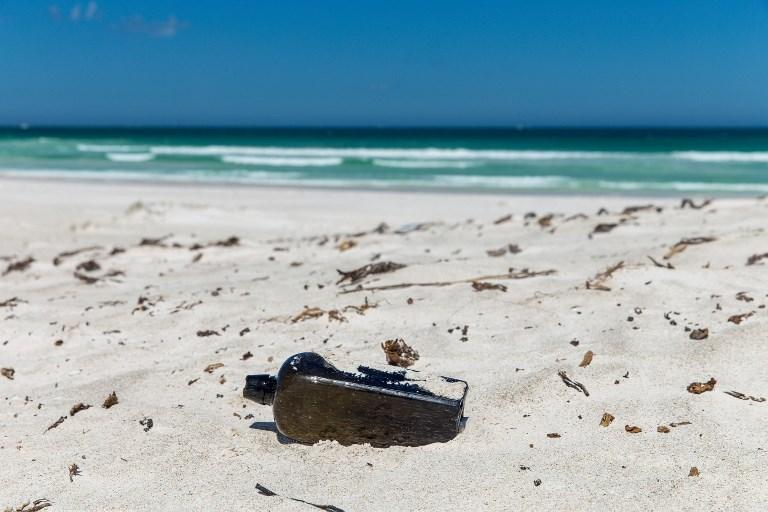 """Jetée il y a 132 ans, la plus ancienne """"bouteille à la mer"""" connue découverte en Australie"""