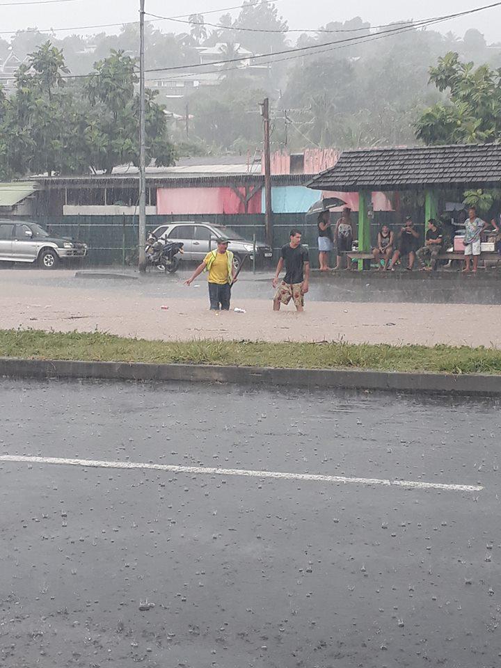 Les fortes pluies provoquent des embouteillages à Punaauia et Faa'a