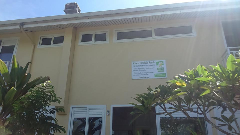 Créé en 1981, le Comité Polynésien des Maisons Familiales Rurales (CPMFR) représente les huit associations MFR auprès de l'Etat et du Pays. Temauri Foster est le président du Comité Polynésien des Maisons Familiales Rurales.