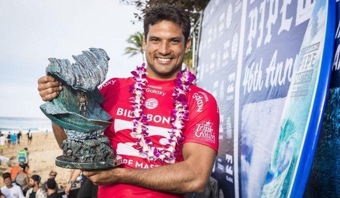 Michel Bourez, premier tahitien à gagner le Pipe Masters