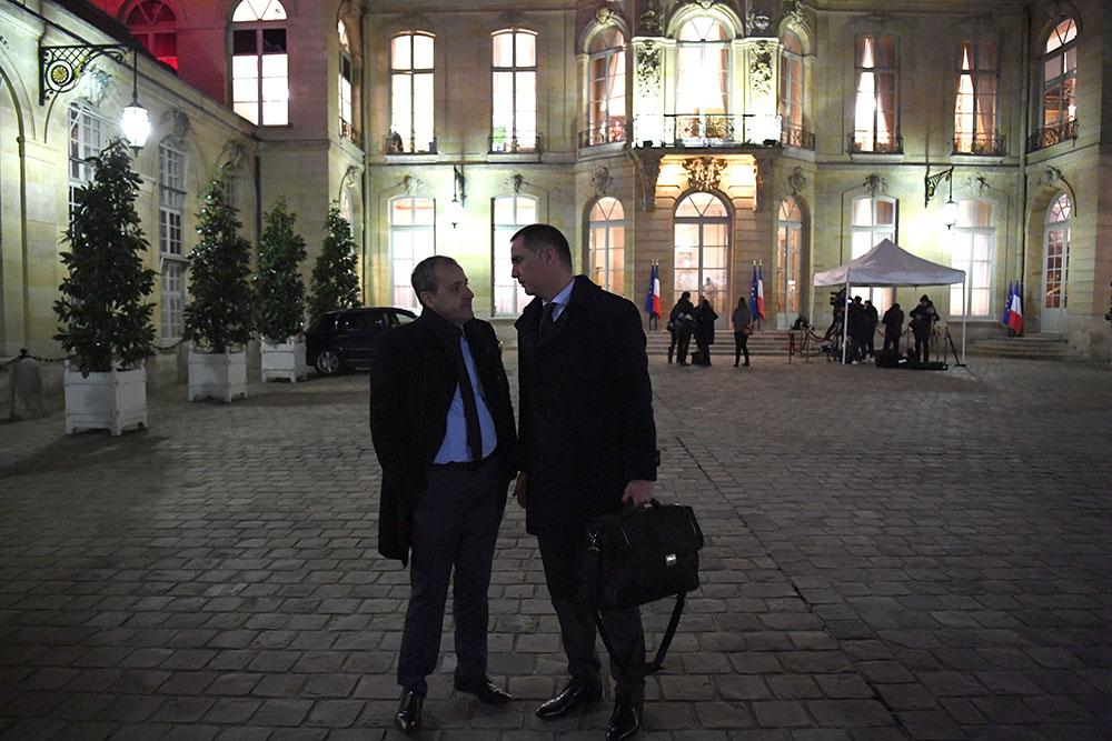 Corse dans la Constitution: Philippe garde ses cartes en main