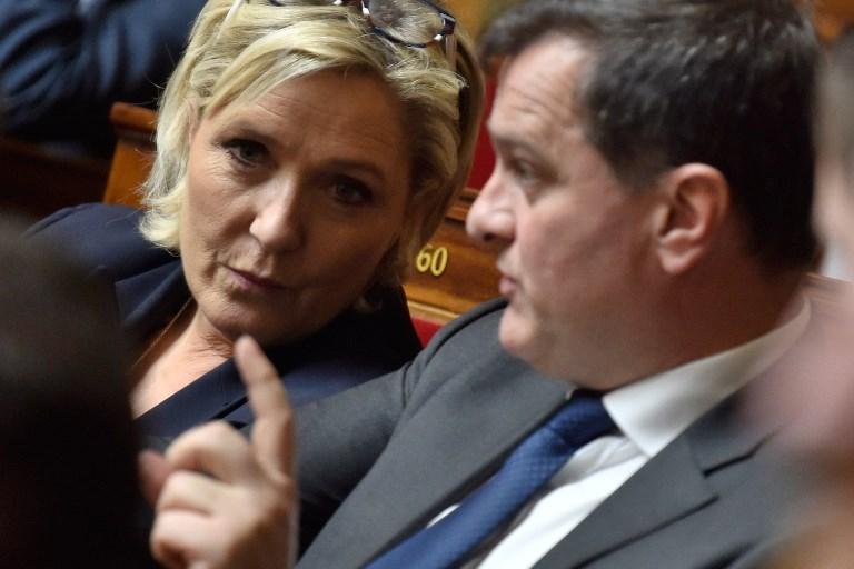 """Marine Le Pen trouve """"porte close"""" chez Les Républicains"""