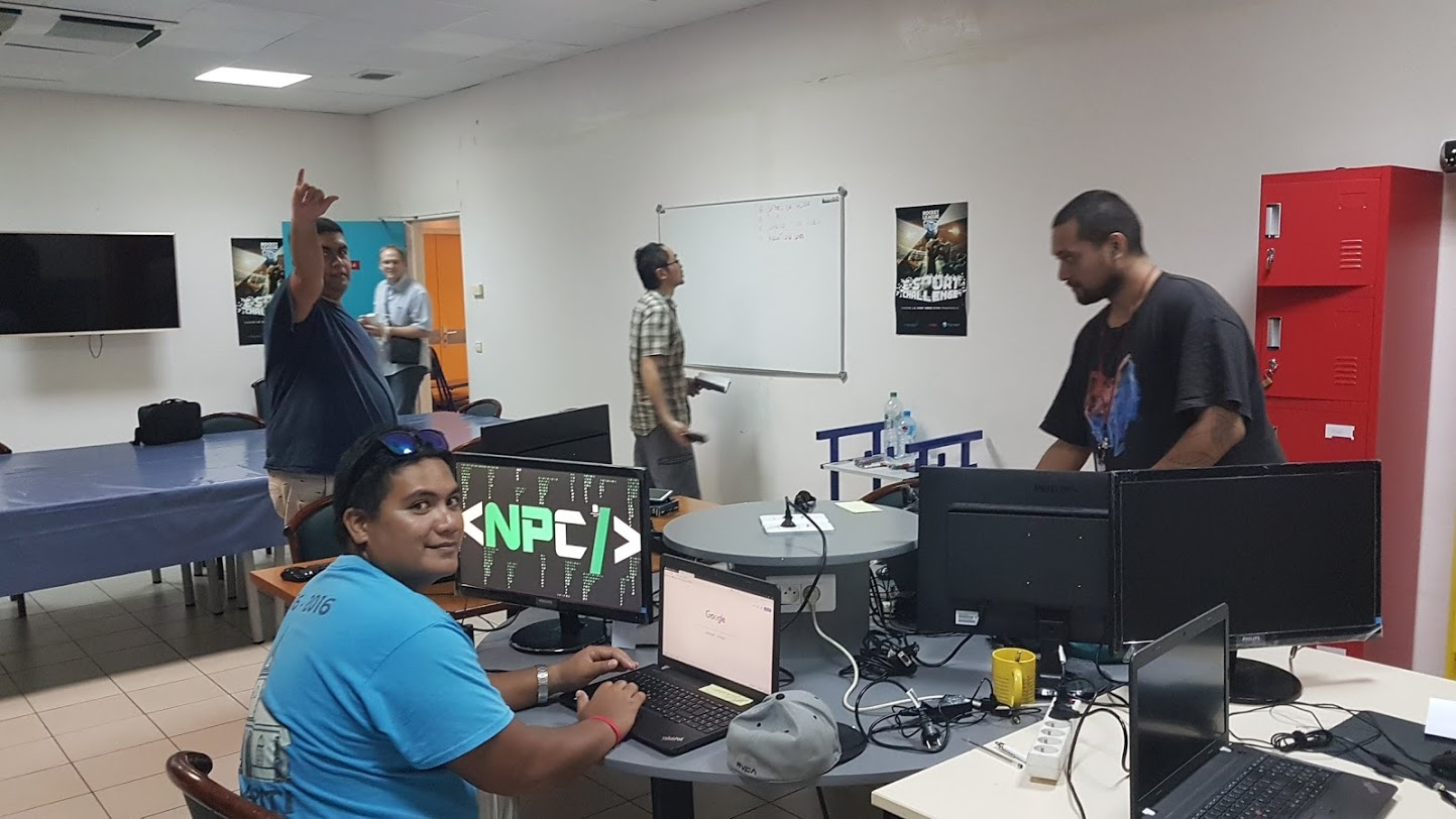 """Une équipe de la Web Jam, un événement organisé fin février avec les étudiants """"techniciens/développeurs"""" du CNAM et des élèves en licence à l'UPF. Les futurs participants au Tahiti Code Camp achèveront leur formation par un """"hackathon"""" de 72 heures, un concept tout aussi intense. (photo CNAM)"""