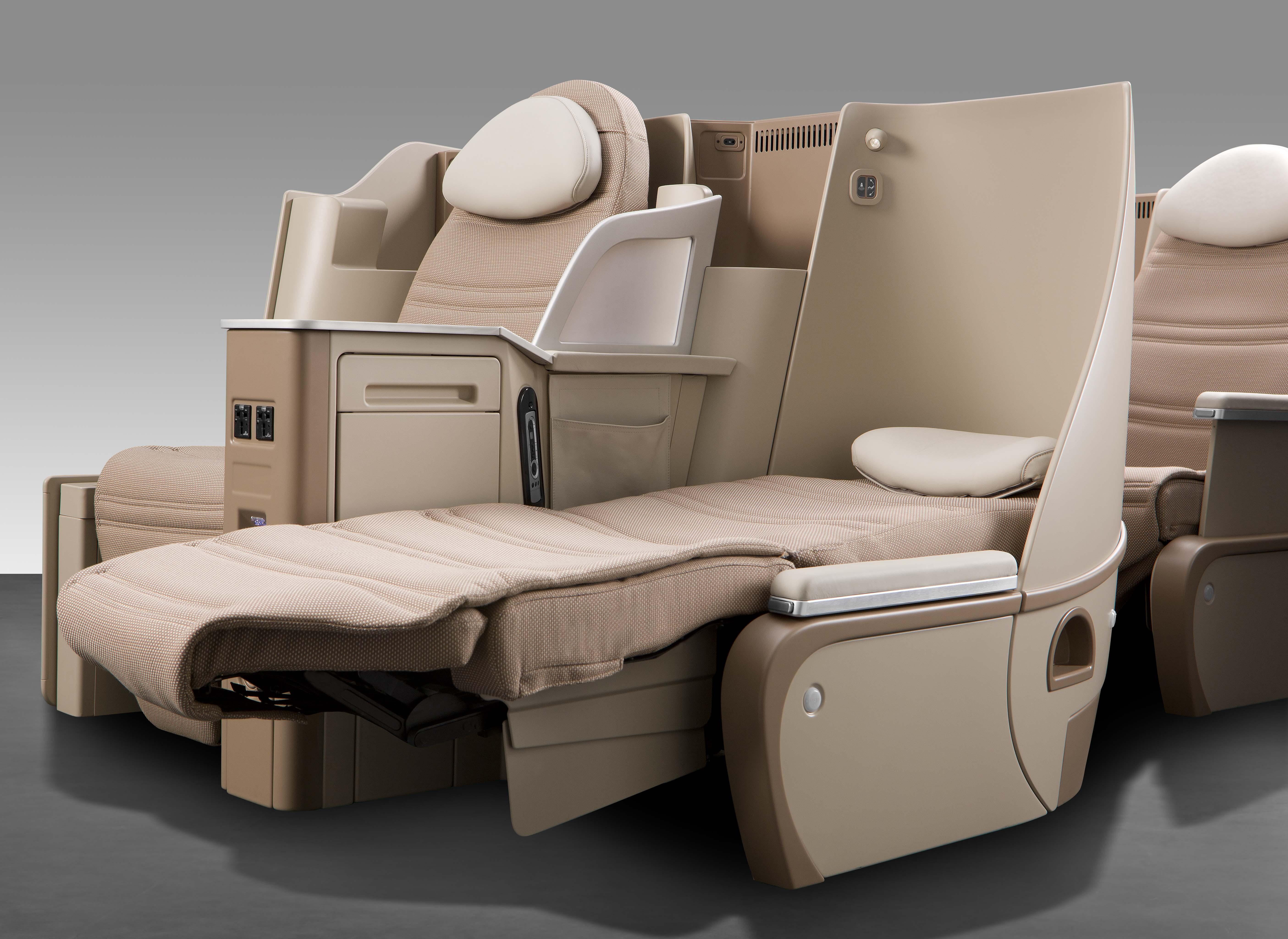 Les sièges en classe affaires offriront un espace de 152 cm entre chaque rangée et se transformera en lit à 180° (full flat) d'une longueur de 198 cm.