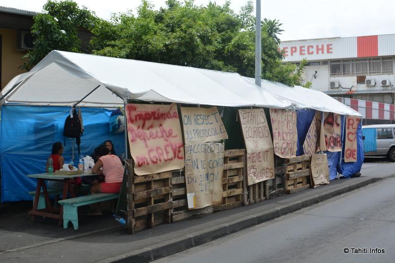 La grève de La Dépêche a été entamée le 22 février dernier. Un mois plus tard, alors que la liquidation judiciaire a été prononcée, les grévistes restent mobilisés.