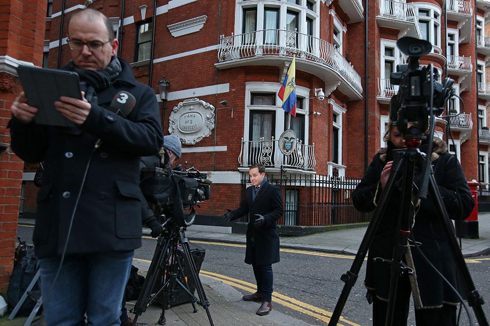 L'Equateur punit Assange, trop polémique, en le privant d'internet