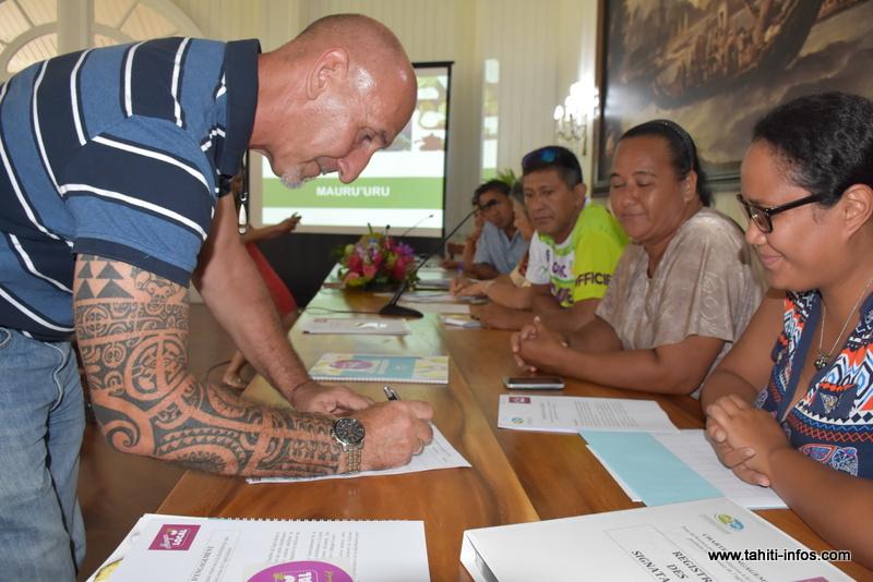 Manger local : producteurs et commerçants signent une charte de bonne conduite