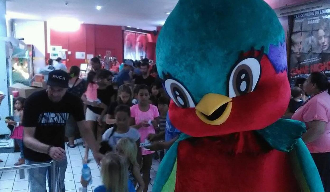 La mascotte Vik'ura était présente pour accueillir les enfants.