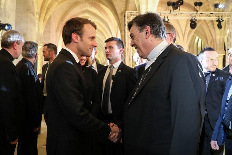 """Macron en """"réparateur"""" du lien Eglise-Etat: la gauche s'étrangle, l'épiscopat salue"""