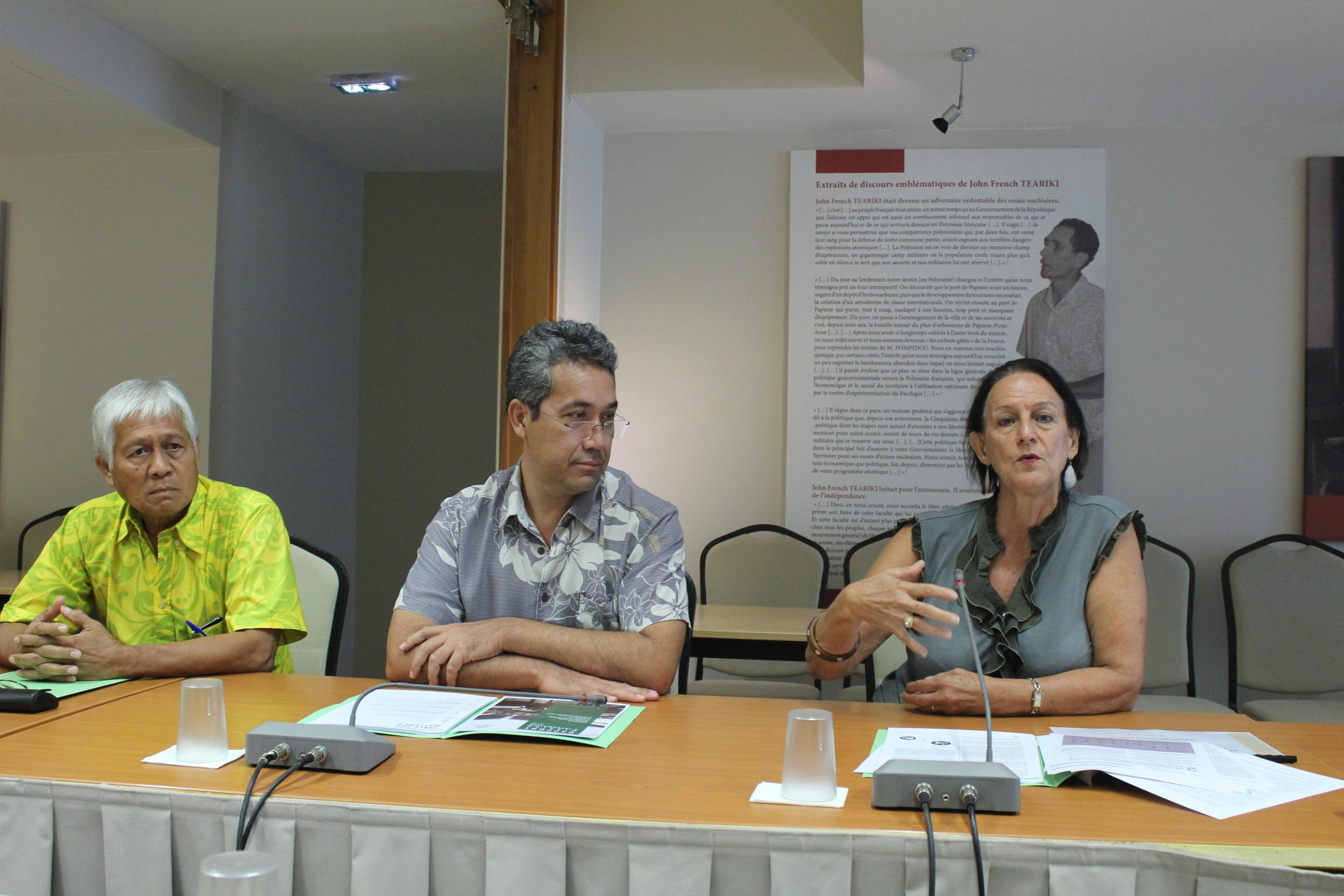 De gauche à droite : Jules Ienfa, Marcel Tuihani et Armelle Merceron.
