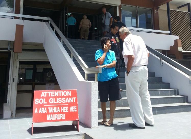 Yolande Wong Lam et William Bernier lors de leur comparution en première instance.