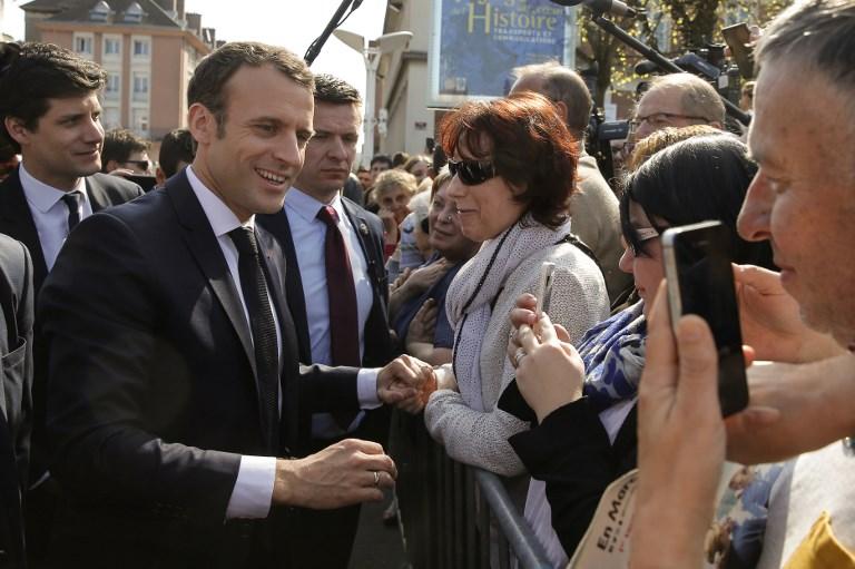 """58% des Français """"mécontents"""" de l'action de Macron, un an après son élection"""