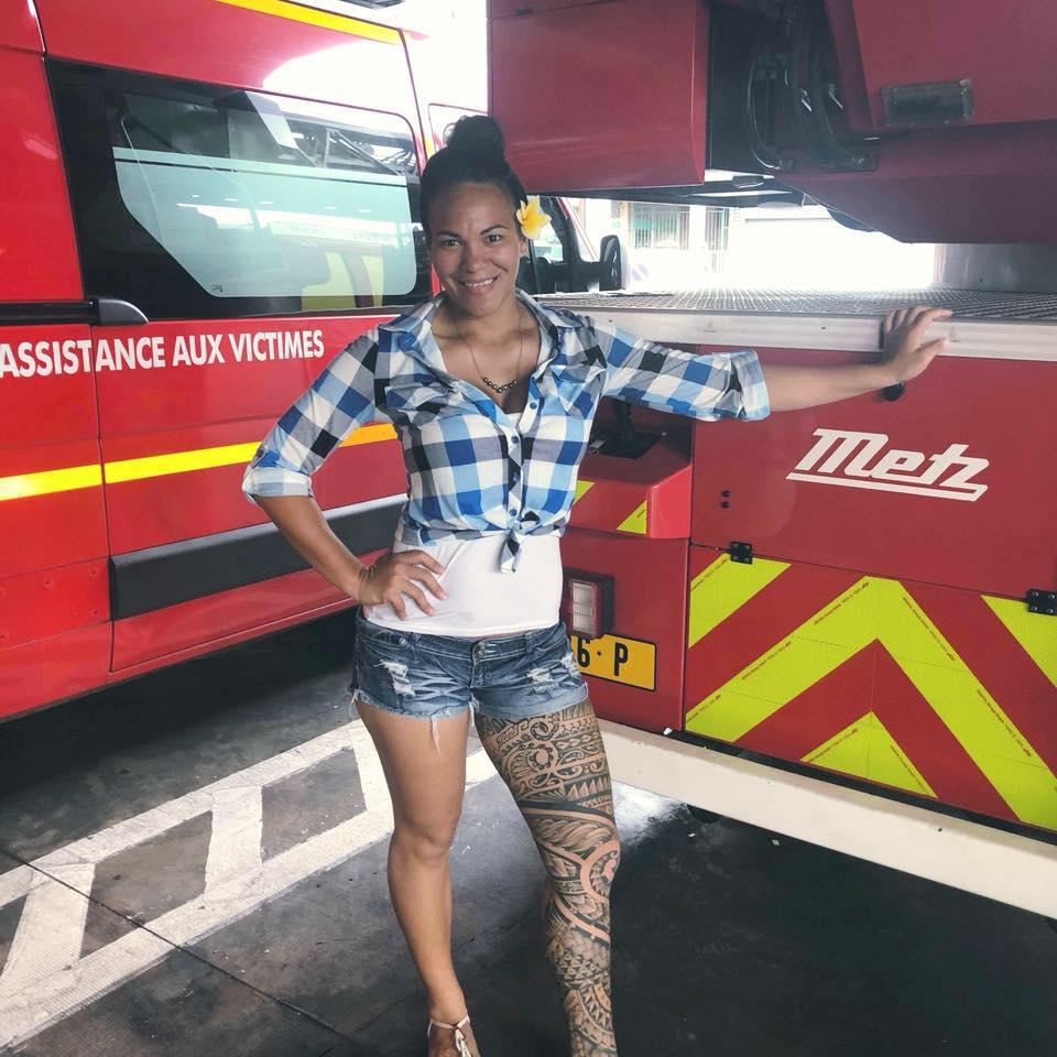 Elle est également pompier volontaire