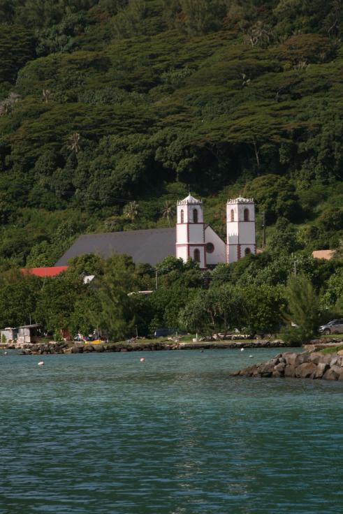 La sublime cathédrale St Michel de Rikitea, restaurée entre 2009 et 2001 et qui est sans doute aujourd'hui le plus beau monument religieux de Polynésie.