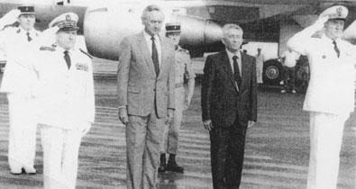 Bernard Pons et le Comsup le 2 mai 1986. Photo : site histoire.assemblee.pf
