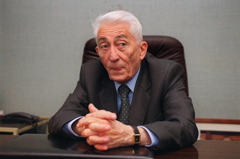 A 92 ans Bernard Pons vient de publier ses mémoire Aucun combat n'est jamais perdu aux éditions L'Archipel. Photo : AFP