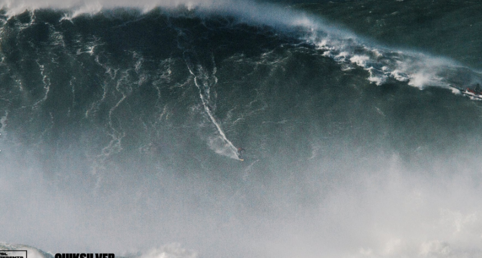 Le record de la plus grande vague jamais surfée battu à Nazaré