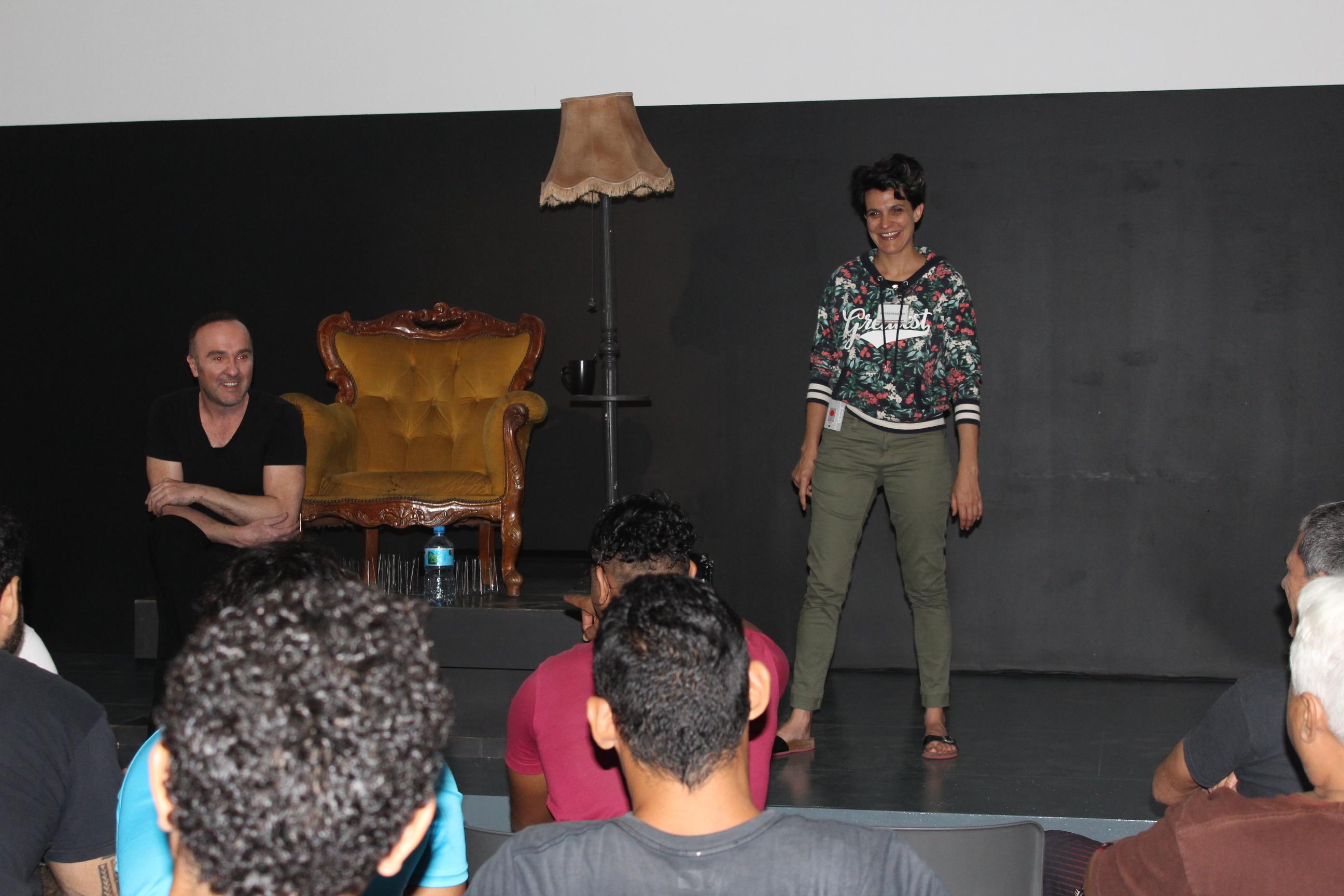 Le comédien Erwan Daouphars et l'auteure Solenn Denis proposeront pendant quelques jours des ateliers d'écriture et de jeux théâtraux aux détenus qui le souhaitent.