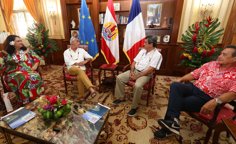 Tahiti Pearl Regatta : Le navigateur Loïck Peyron reçu à la Présidence