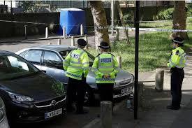 Deux garçons de 13 et 15 ans blessés par balles en pleine journée à Londres