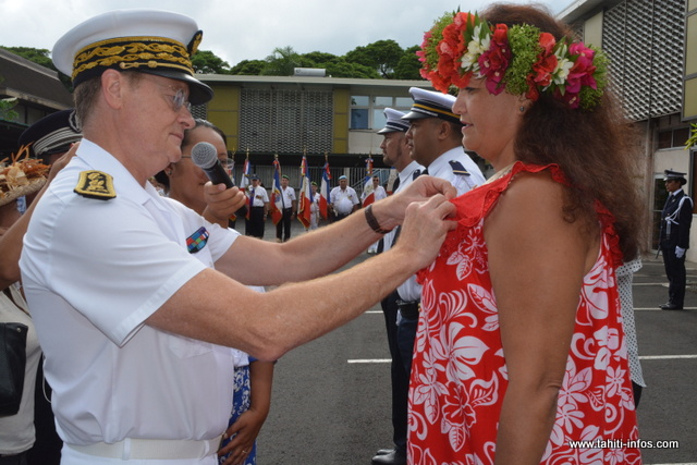 Temarii Bambridge, Collin Tokinteiti et Titaina Salmon ont reçu la médaille d'honneur de la Police Nationale, ce mercredi.