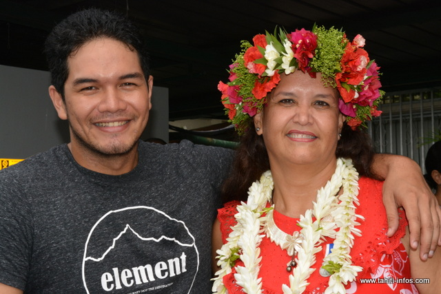 Titaina Salmon et son fils aîné, Tauhiti.