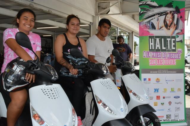 Timeri, Jean-Jacques et Angie repartent avec un scooter