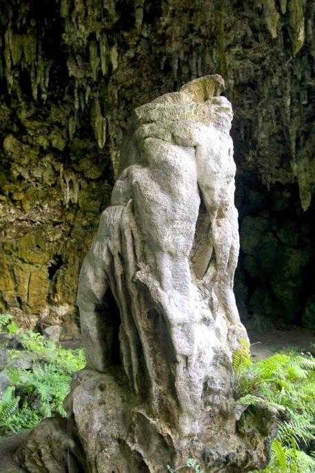 Avouez que cette stalagmite à l'entrée de la grotte ressemble furieusement à Kraken, la pieuvre du film « Pirates des Caraïbes ».