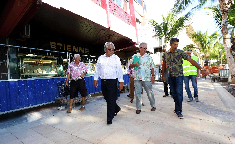 Après les travaux de l'entrée ouest de Papeete portent, le ministre s'est rendu au front de mer.
