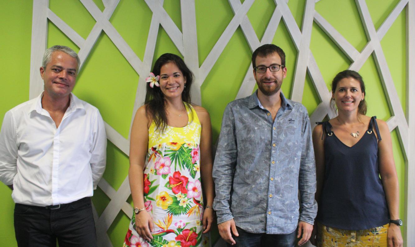 De gauche à droite, Mathias Mercier, représentant de l'Ademe en Polynésie française, Orama Richaud de la CCISM, Simon Dely, de l'entreprise ECO2 Initiatives et Sandrine Ouiazem, chargée de mission Energie à l'Ademe.