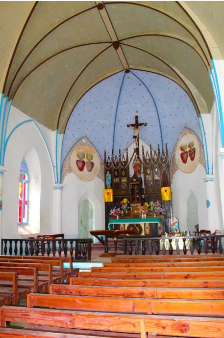 L'intérieur de l'église St Gabriel de Taravai est parfaitement entretenu par les fidèles de l'archipel.