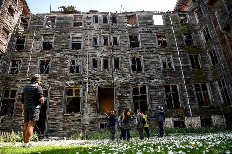 Au large d'Istanbul, le plus grand édifice en bois d'Europe se meurt