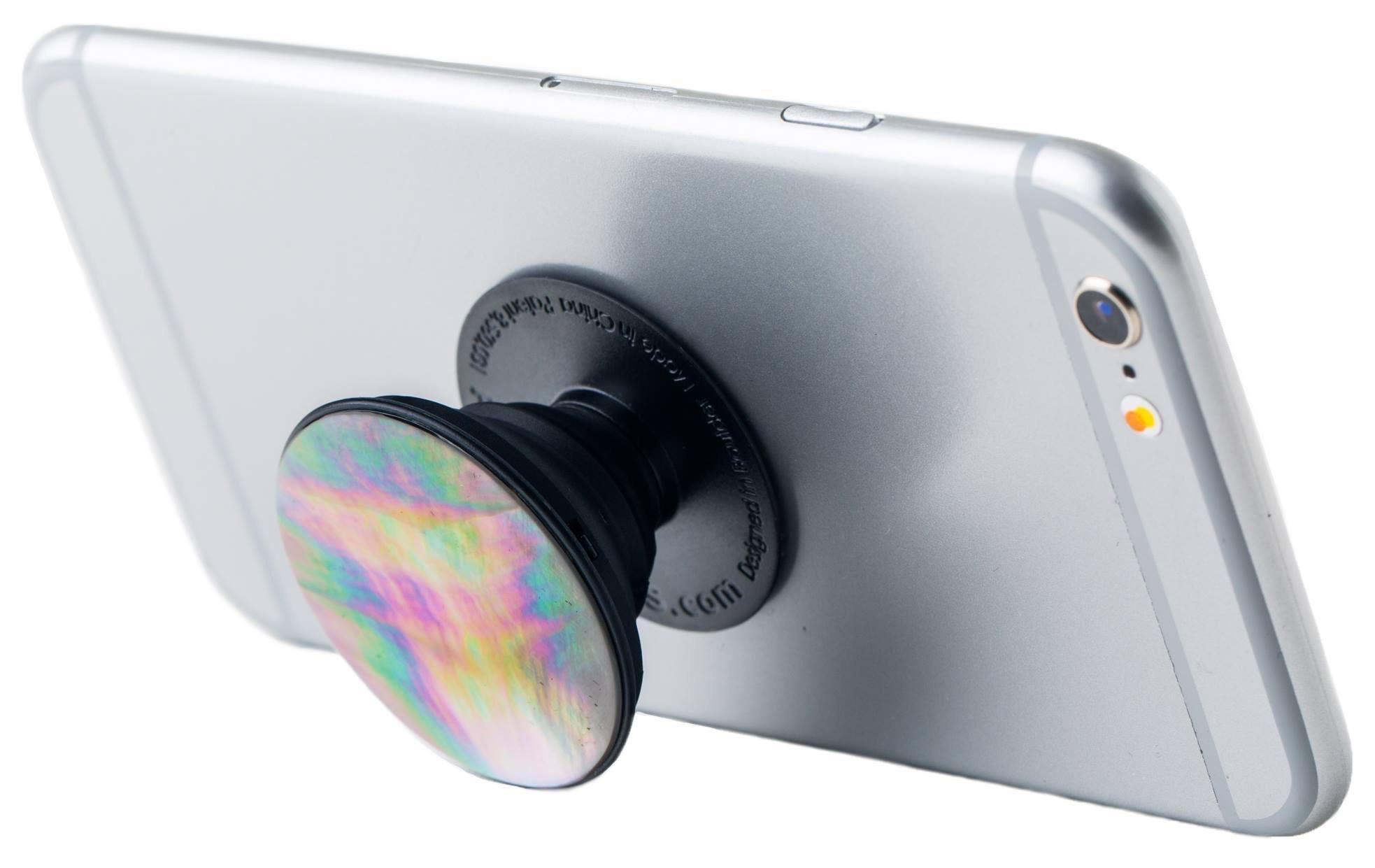 """Le """"coup de cœur"""" du jury a été décerné à Vaihere Mulliez de Popsockets Tahiti pour son accessoire pour téléphone portable avec une nacre."""